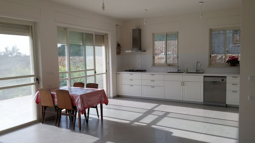A spacious new family house in the Galilee - Yuvalim - Ház