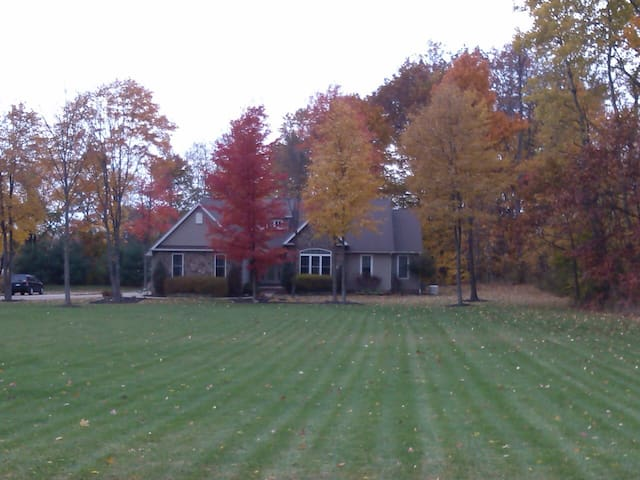 UPSCALE RANCH/TWO PRIVATE ACRES - Medina - Hus
