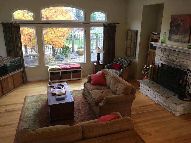 Modern Countryside Retreat - Aromas - Haus