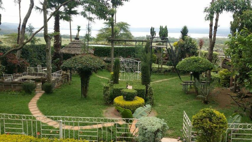 3rooms. Lake Nakuru at my backyard - Nakuru - Casa