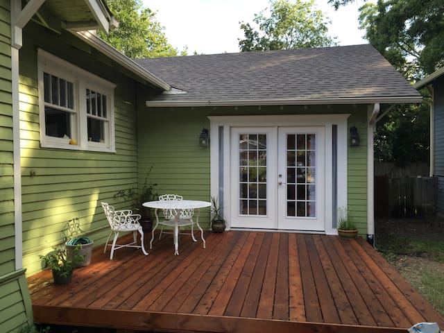 Sunny Guesthouse in Historic Downtown McKinney - McKinney - Pensió