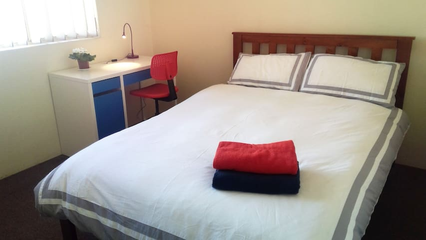 Affordable stay for adults - Free stay for kids - Bonnyrigg - Huoneisto