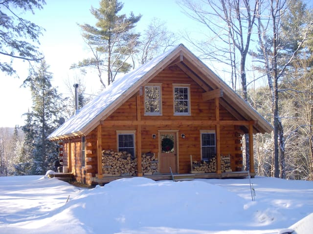 Peaceful Log Cabin in the Woods - Groton - Hus