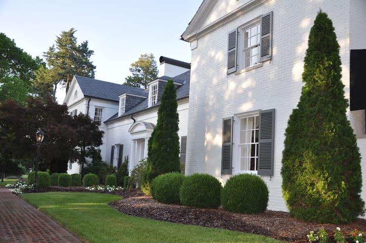 Boxwood Estate - Hoffner Guest Room - Mocksville - Bed & Breakfast
