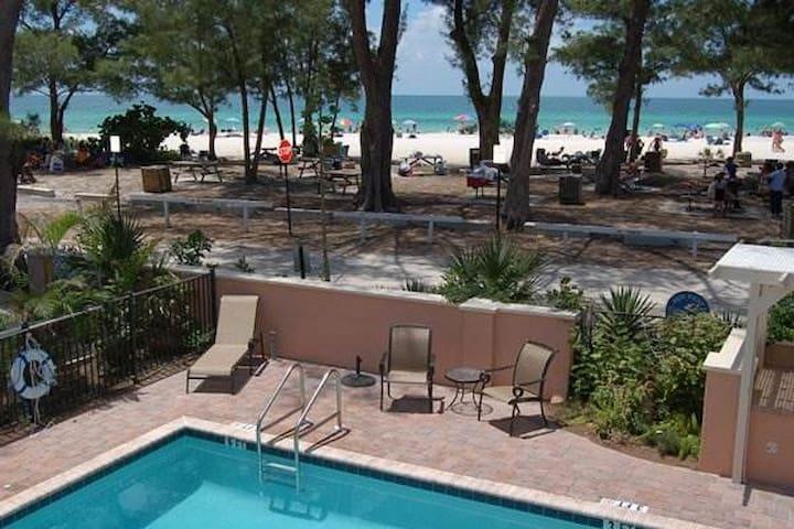 Gulf front 1BR in the heart of Anna Maria Island - Holmes Beach - Apartamento