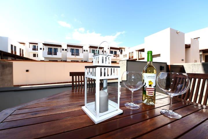 Excelente y nuevo Duplex en Puerto Calero! - Puerto Calero - Leilighet