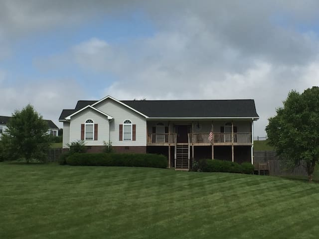 Country Home with Gorgeous Views! - Pulaski - Casa