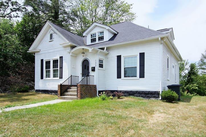 Mayor's View - 1912 house in town - Fayetteville - Ev