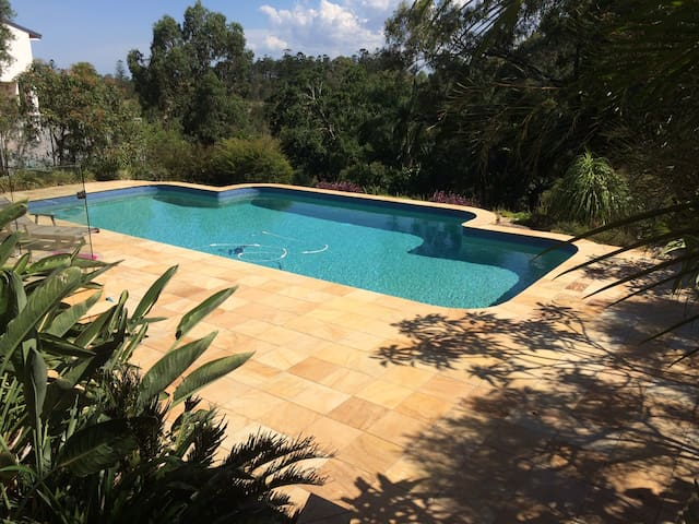 Convenient Secluded Accommodation 20min from CBD - Brisbane - Casa