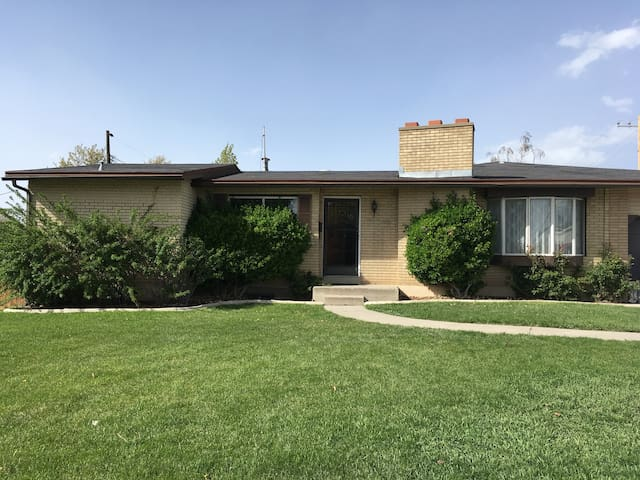 Large private home centrally located - Midvale - Casa