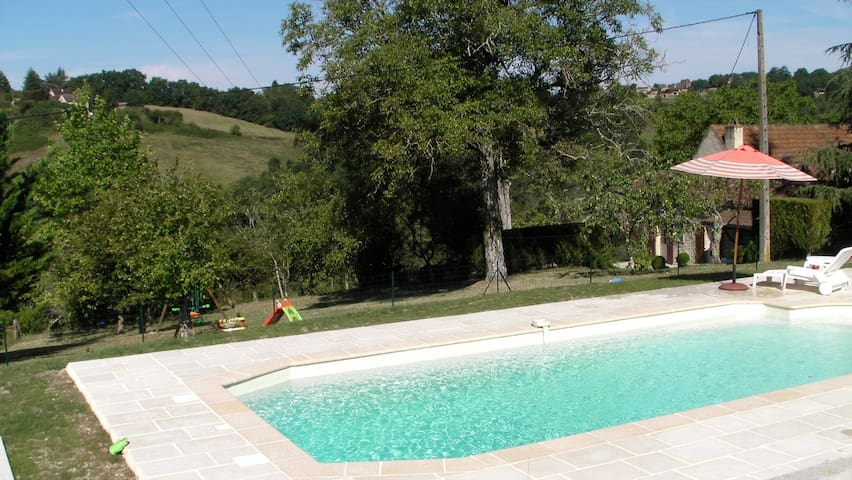Périgord near Sarlat, quiet stone house and pool - サンシプリアン - 一軒家
