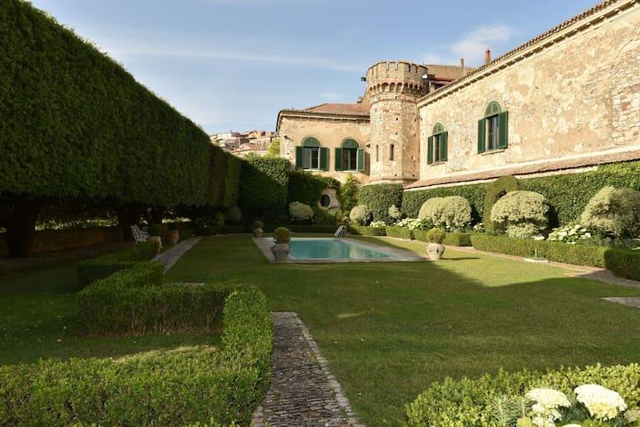 Merveilleux Palazzo Italien, chateau de charme - Fragneto Monforte - Linna