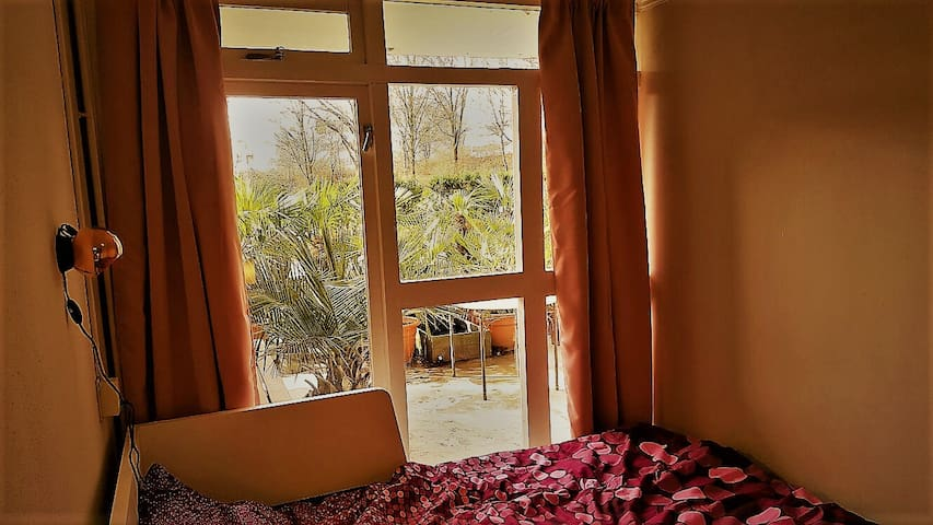 A small apartment nr3 nearby metro station - Duivendrecht - Apartemen