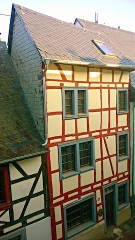 "ANNO 1792 ""to blunt scissors"" - Münstermaifeld - Casa"