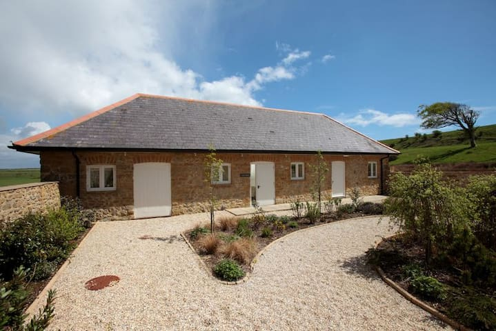 The Cow Byre, Wears Farm, Abbotsbury, Jurassic Coast, SWCP, South Dorset Ridgeway - Abbotsbury - Maison