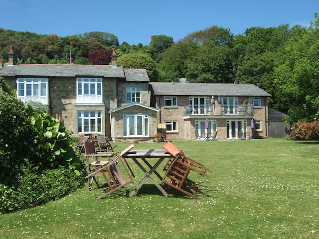 Victorian character and space, great sea views - Ventnor