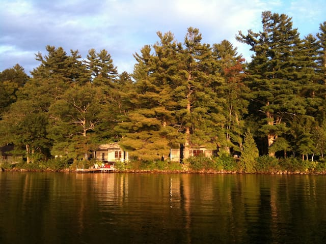 Classic lodge on Long Lake - Harrison - Naturstuga