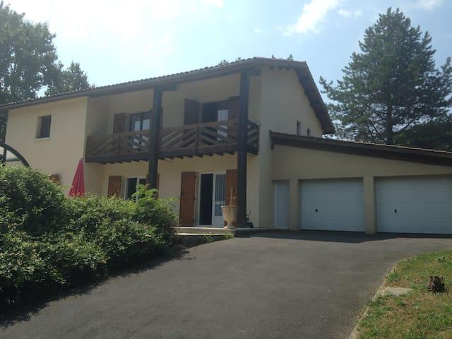 maison a 12 km de bordeaux  SDB et chambre privé - Baurech - Huis