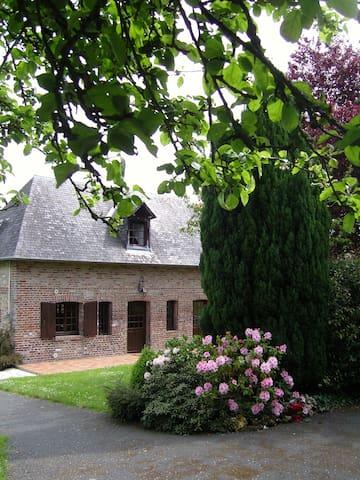 La petite maison dans la prairie - Calvados - Дом