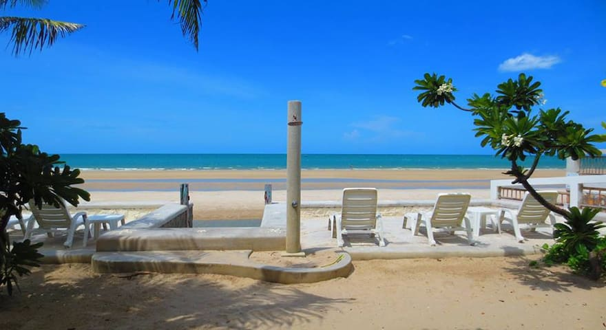 One Bedroom Beachfront Baan KangMung Huahin Resort - Hua Hin - Bed & Breakfast