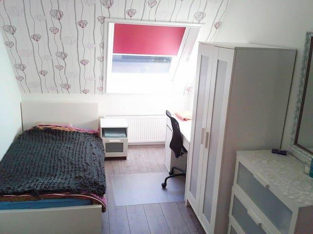 Gemütliches Zimmer/Cozy Room - Kalkar - Casa