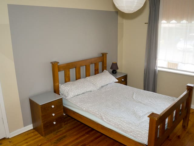 Spacious room 5min from the Airport - Underdale - Casa