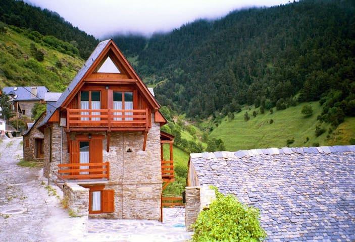 Casa dividida en apartamentos - Montcorbau (Vielha e Mijaran) - Ev