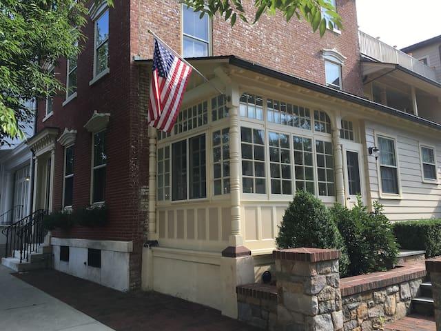 Cozy Historic District Apartment - Bethlehem