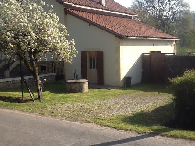 Studio vlak bij Chateau Lanquais - Lanquais - Appartement