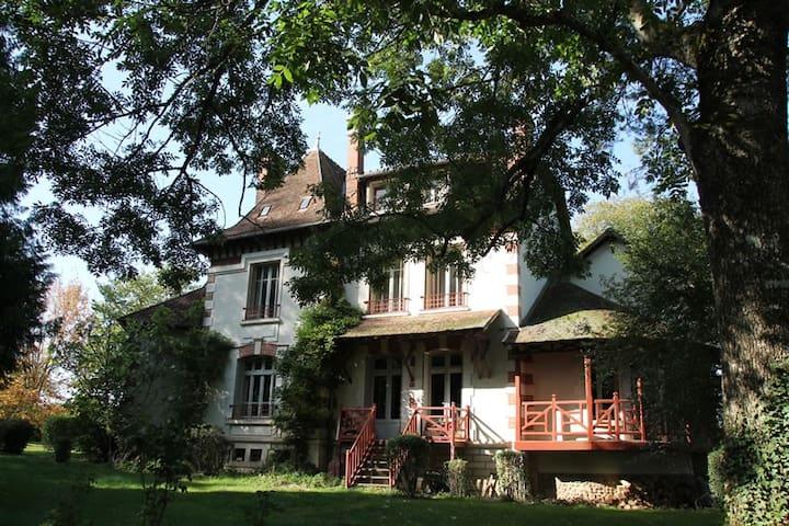 FORBOISERIE grande maison familiale - Saint-Vérain - Hus