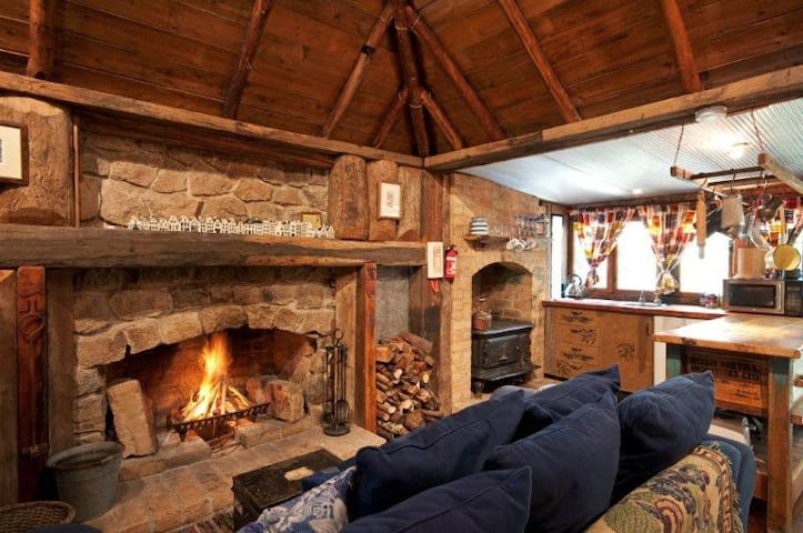 Romantic & Cosy in the Village 'Loughmore Cottage' - Kangaroo Valley - Houten huisje