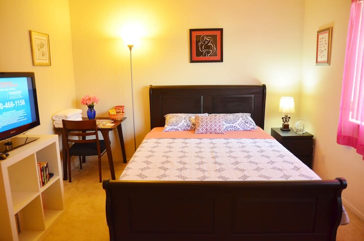 Cozy Room Queen Bed slightly south of San Diego - Chula Vista