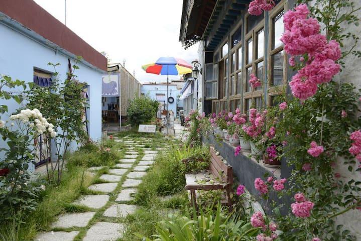 原汁原味藏式小院(女生间床位) - Lasa Shi - Hostel