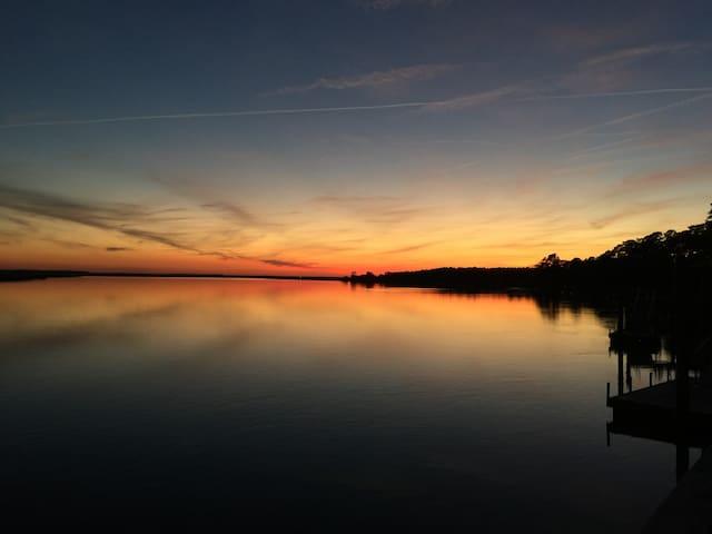 Waterfront Apt Close to Savannah, Brunswick. - Midway