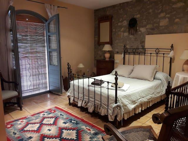 Casa con jardín en Capmany (Alt Empordà) - Capmany - Huis