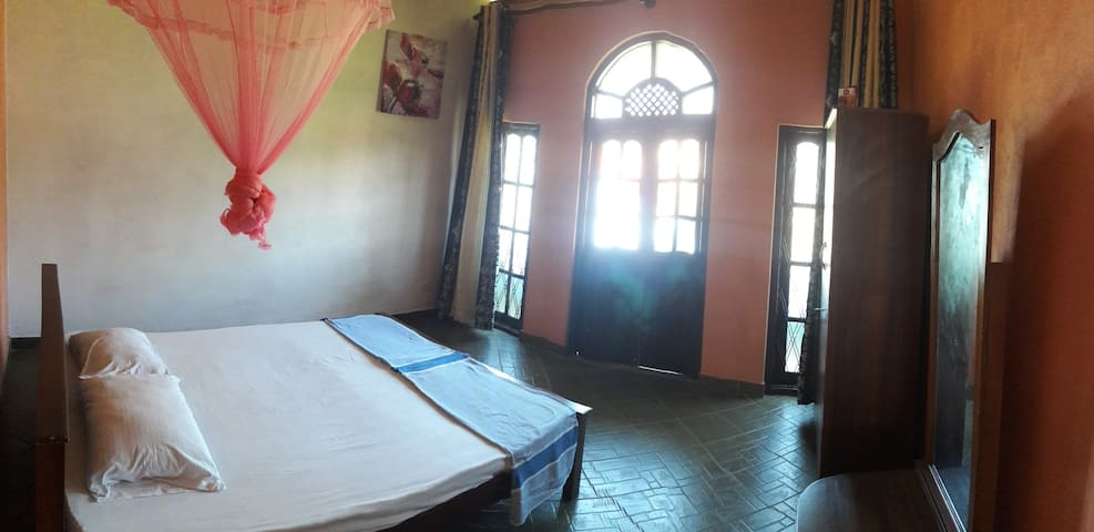 Lilly Palace - Double Room with Private Balcony - Negombo - Appartement