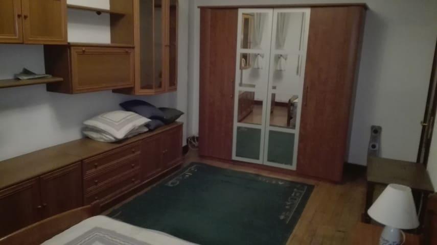 """Habitación a 1 min hospital y metro cruces. TV42"""" - Cruces Baracaldo - House"""
