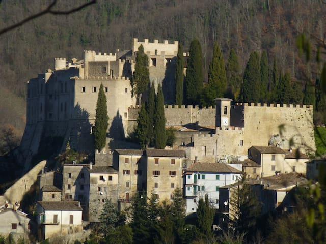 Living in a Renaissance Castle - Rocca Sinibalda - Slott