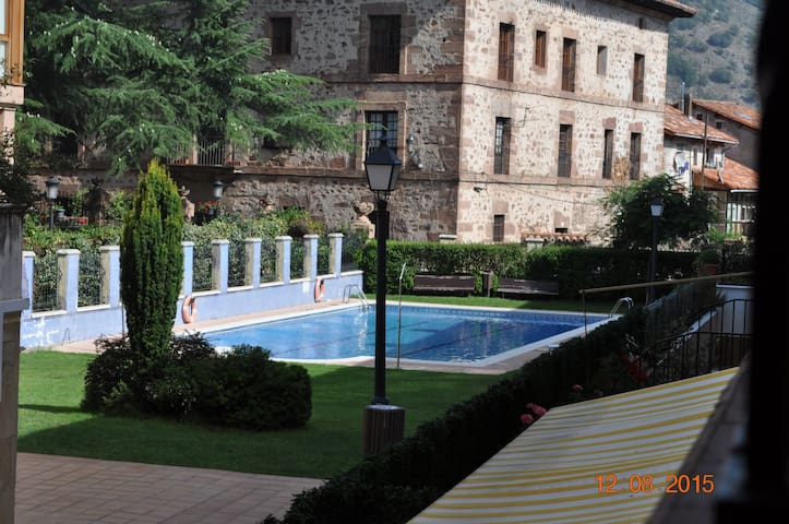 Duplex con piscina en el centro de Ezcaray - Ezcaray - Annat