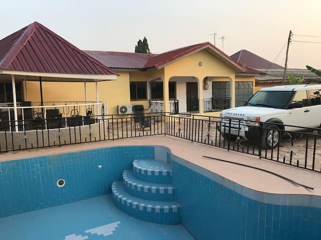 House with a swimmingpool in Ghana - Kasoa - Casa
