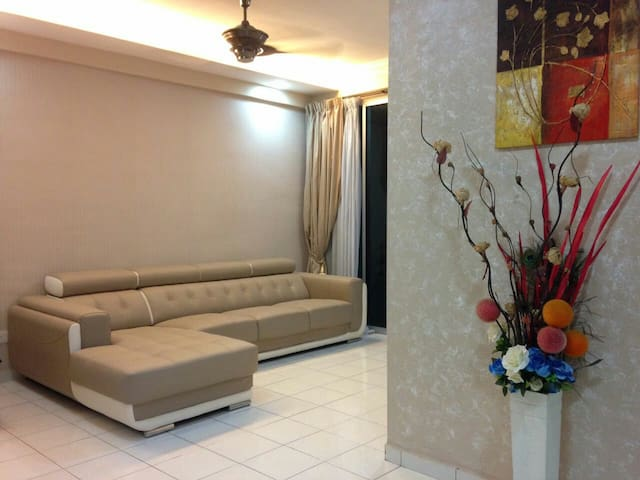 Close to airport  and budget stay - Bayan Lepas - Huoneisto