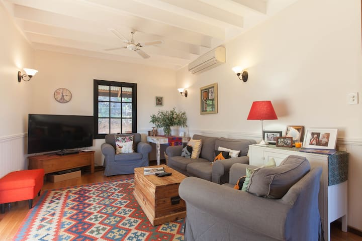 Cosy B&B with tree top views. - Hovea - Bed & Breakfast
