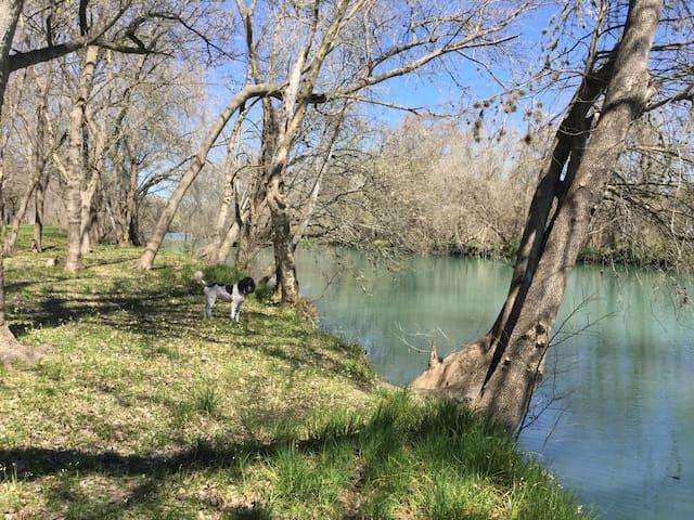Riverbend Farms Cabin - Martindale - Casa de campo