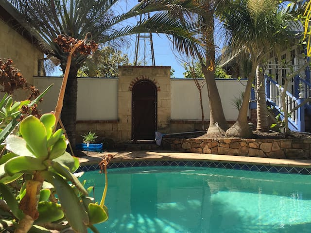 Windmill Room with Heated Pool - Beaconsfield