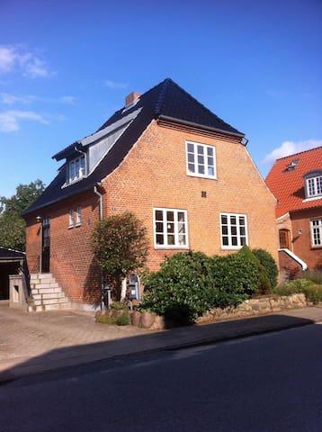 Hyggeligt byhus tæt på centrum - Viborg - Ev