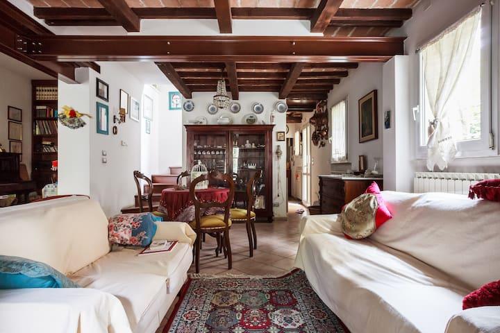 Elegante villetta cielo terra - Modena - Huis
