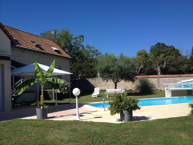 Joli petit studio avec piscine - Dracy-le-Fort - Hus
