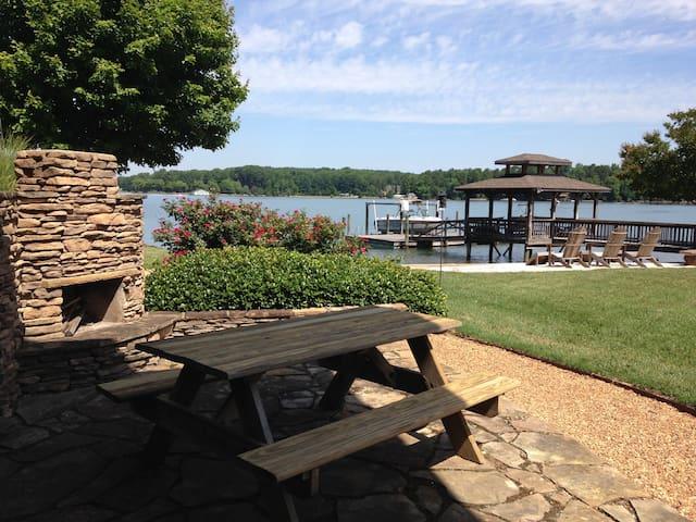 Lakeside Retreat at Lake Norman - Mooresville - Pis