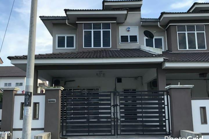Afiya Homestay - Sitiawan - Huis