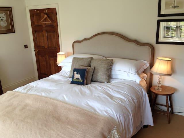 Goodwood, cosy double bedroom - Chichester  - Casa